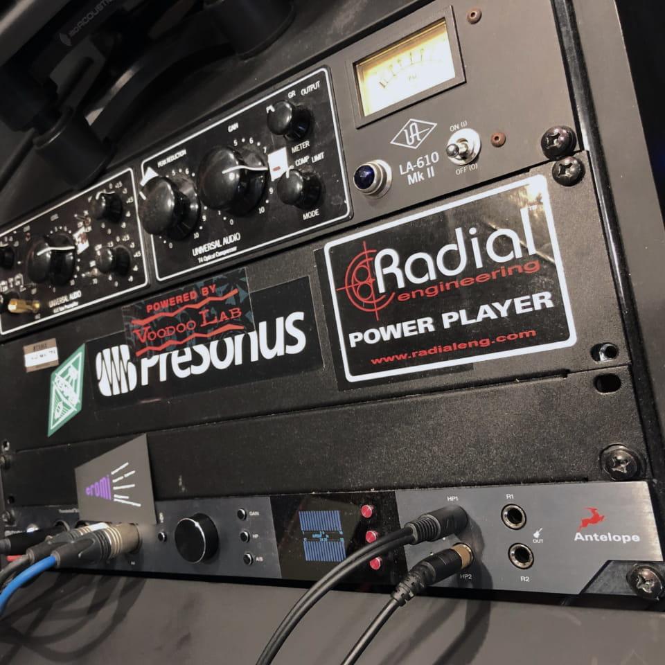 Звукорежиссёр студии