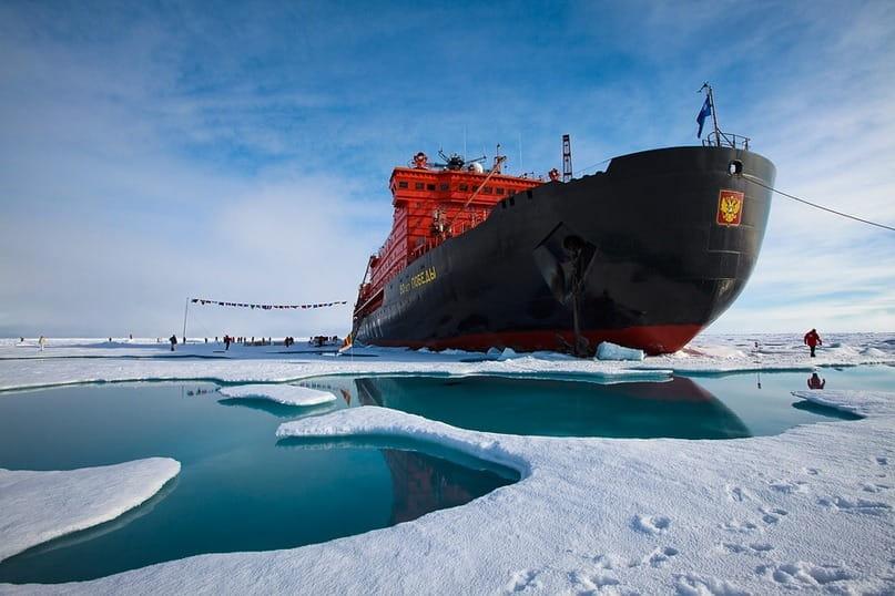Атомный ледокол «50 лет победы», возящий туристов на Северный Полюс